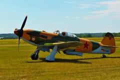 Airshow conmemorativo Aviones Jak-9 en combates aéreos de la feria de la aviación y del siglo foto de archivo