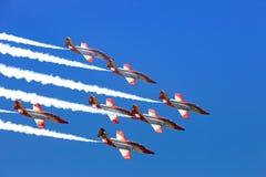 Airshow dans le bleu images stock