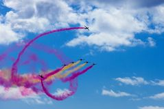 Airshow dans le ciel bleu en Costa Teguise, Lanzarote sur 28 d'octobre 2018 photos stock