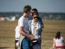 Airshow de observación de la gente en el aeródromo de Járkov Imagenes de archivo
