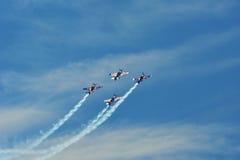 Airshow memorável As acrobacias dos touros do voo team com planos de ExtremeAir XA42 Imagem de Stock Royalty Free