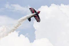 Airshow w jasnych chmurnych niebach Fotografia Stock