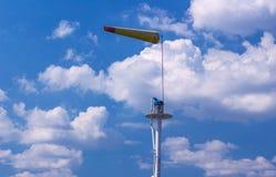 Airsock com o mastro do sinal no céu azul Imagens de Stock Royalty Free