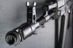 airsoft的AK74M卡拉什尼科夫攻击步枪模型 04/08/2017俄罗斯,市切博克萨雷 免版税库存图片