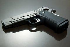 airsoft黑色手枪 免版税库存图片
