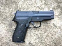 Airsoft de sauer P228 dos Sig arma da pistola da bola da bala de 6 milímetros Fotografia de Stock Royalty Free