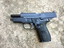 Airsoft de sauer P228 dos Sig arma da pistola da bola da bala de 6 milímetros Foto de Stock