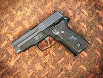 Airsoft de Sig la Sûre P228 arme à feu de pistolet de boule de balle de 6 millimètres Photographie stock