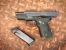 Airsoft de Sig la Sûre P228 arme à feu de pistolet de boule de balle de 6 millimètres Photos stock