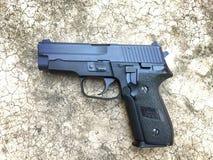 Airsoft de Sig la Sûre P228 arme à feu de pistolet de boule de balle de 6 millimètres Photographie stock libre de droits