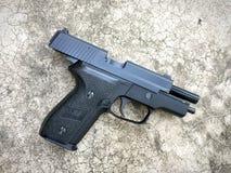 Airsoft de Sig la Sûre P228 arme à feu de pistolet de boule de balle de 6 millimètres Images stock