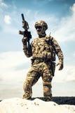 Airsoft gracza witt armatni brać udział w grach wojennych fotografia stock