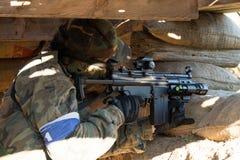 Airsoft soldatskytte Royaltyfria Bilder