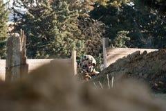 Airsoft soldatskytte Royaltyfri Bild