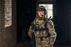 Airsoft strikeball speler in militaire soilder Royalty-vrije Stock Fotografie