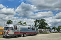Free Airstream Travel Trailer Caravans In Parking Lot Stock Photography - 119588332