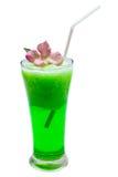 Aisló un vidrio de Smoothies verdes de la soda Imágenes de archivo libres de regalías