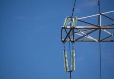 Aislador de alto voltaje de la línea de transmisión de la electricidad Fotos de archivo libres de regalías