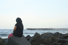 Aislamiento y soledad de una mujer india Foto de archivo