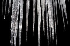 Aislante de los carámbanos en un negro Fotos de archivo