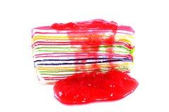 Aislante dulce colorido de la torta del crespón en el fondo blanco Foto de archivo libre de regalías