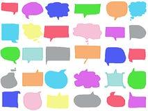 Aislante vacío del dibujo de la burbuja del discurso del garabato en colores pastel colorido en el fondo blanco Ejemplo del creyó stock de ilustración