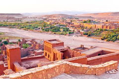 Ait在瓦尔扎扎特摩洛哥附近的本Haddou被加强的镇  免版税图库摄影