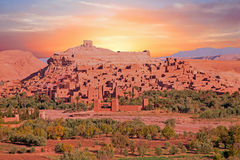 Ait日落的本Haddou被加强的镇在瓦尔扎扎特摩洛哥附近 免版税库存照片