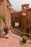 Ait本Haddou,联合国科教文组织世界遗产巴巴里人村庄狭窄的街道在摩洛哥 库存照片