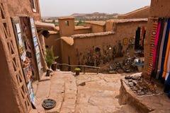 Ait本Haddou,联合国科教文组织世界遗产巴巴里人村庄狭窄的街道在摩洛哥 免版税库存图片