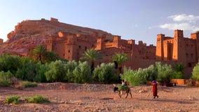 Ait Ben Haddou (oder Ait Benhaddou) ist eine verstärkte Stadt entlang dem ehemaligen Wohnwagenweg zwischen dem Sahara und dem Mar lizenzfreies stockfoto