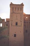 Ait Benhaddou é uma cidade fortificada, ou ksar, ao longo do carro anterior Imagem de Stock