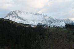 Aitzkorrigane Mendia, Orozko ( Basque Country ). Urigoiti with the Mount Aitzkorrigane in the background, Orozko, Bizkaia (Basque Country Stock Photo