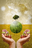 Aiuti la terra piantando l'albero Immagine Stock Libera da Diritti
