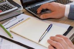 Aiuto con il business plan Come elaborare un business plan fotografia stock