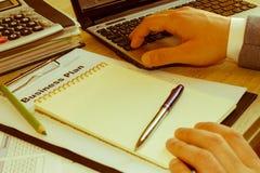 Aiuto con il business plan Come elaborare un business plan fotografie stock