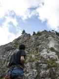 Aiuto dell'alpinista Fotografie Stock Libere da Diritti