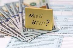 Aiuto di bisogno del testo con soldi Fotografia Stock