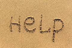 AIUTO - scritto manualmente sulla struttura di sabbia di mare nave Fotografia Stock Libera da Diritti