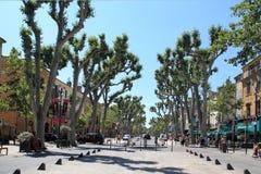 Aix-en-Provence, FRANÇA - 1º de julho de 2014: Cours Mirabeau, Aix-en Imagem de Stock