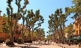 Aix-en-Provence, FRANCIA - 1 de julio de 2014: Cours Mirabeau, Aix-en Fotografía de archivo