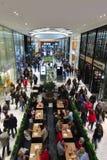 AIX-LA-CHAPELLE, ALEMANHA - 28 DE OUTUBRO DE 2015: O shopping novo da PLAZA de AQUIS é aberto em Aix-la-Chapelle Fotografia de Stock