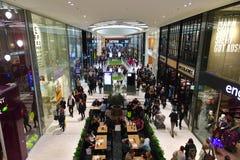 AIX-LA-CHAPELLE, ALEMANHA - 28 DE OUTUBRO DE 2015: O shopping novo da PLAZA de AQUIS é aberto em Aix-la-Chapelle Fotos de Stock