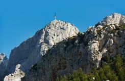 aixen-berg nära provence saintvictoire Arkivfoton