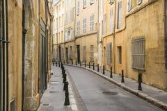 Aixen provence och den smala gatan Royaltyfria Bilder