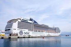 AJÁCIO, FRANÇA, O 25 DE ABRIL DE 2017: Grande cruzeiro no porto de Aja Imagens de Stock Royalty Free