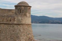 Ajaccio auf Korsika-Insel, Ansicht Frankreichs am 12. Oktober 2017 - über den Turm der Zitadelle Miollis und das Meer Lizenzfreies Stockbild