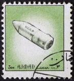 AJAJMAN/MANAMA - CIRCA 1972: Portostämpeln skrivev ut vid Ajman om historia av utrymme, arkivbilder