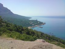 Ajardina a floresta do verde do oceano do mar das montanhas Fotografia de Stock Royalty Free