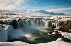 Ajardinado, queda da água de Godafoss no inverno em Islândia fotografia de stock royalty free
